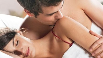 Men: Know the 4 Stages of Sexual Foreplay & These Tips for Arousing Your Lover