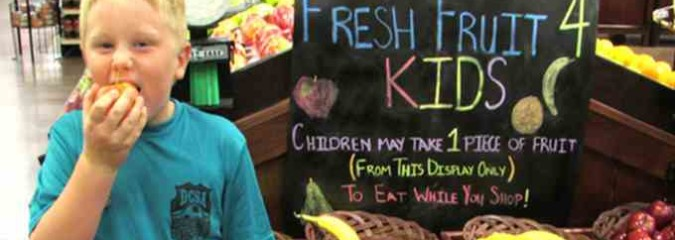 Kroger Supermarket in Ohio Gives Free Fruit to Kids