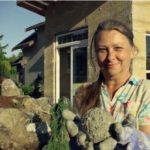Pioneering Grandma Building Tiny Sustainable Homes Out of Hemp