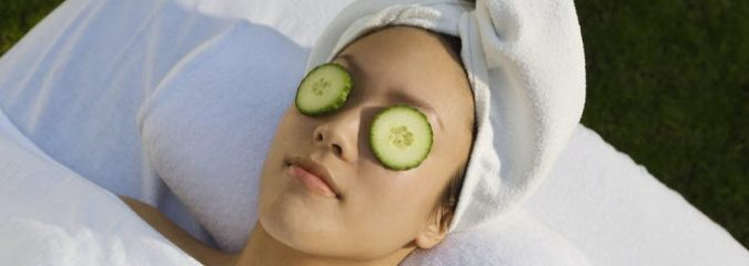 5 Ways To Remove  Bags Under Your Eyes (Besides Cucumbers)