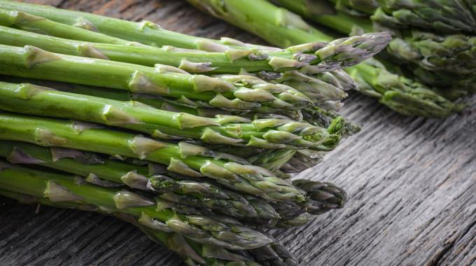 """Why You Shouldn't Believe Mainstream Media Myths About Asparagus """"Causing Cancer"""""""